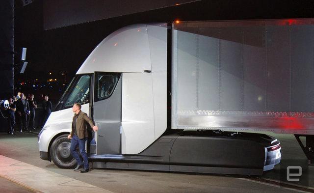 مینی کامیون تسلا بدون راننده در حال آمریکانوردی است