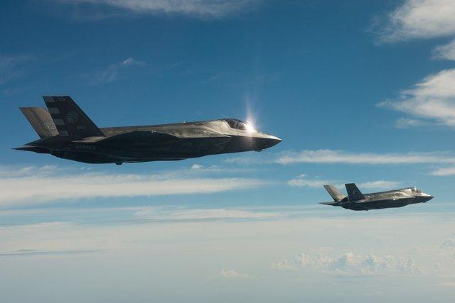 نخستین هواپیماهای جنگنده اف- 35 با موفقیت پرواز کردند