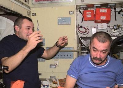 فضانوردان آموزش آرایشگری می بینند!