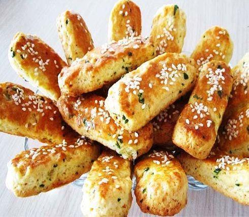 طرز تهیه نان کراکر نمکی با جعفری
