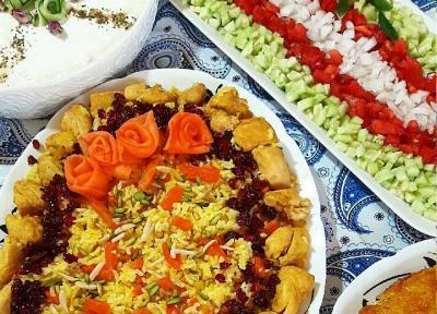 طرز تهیه مرحله به مرحله هویج پلو زعفرانی مجلسی با مرغ