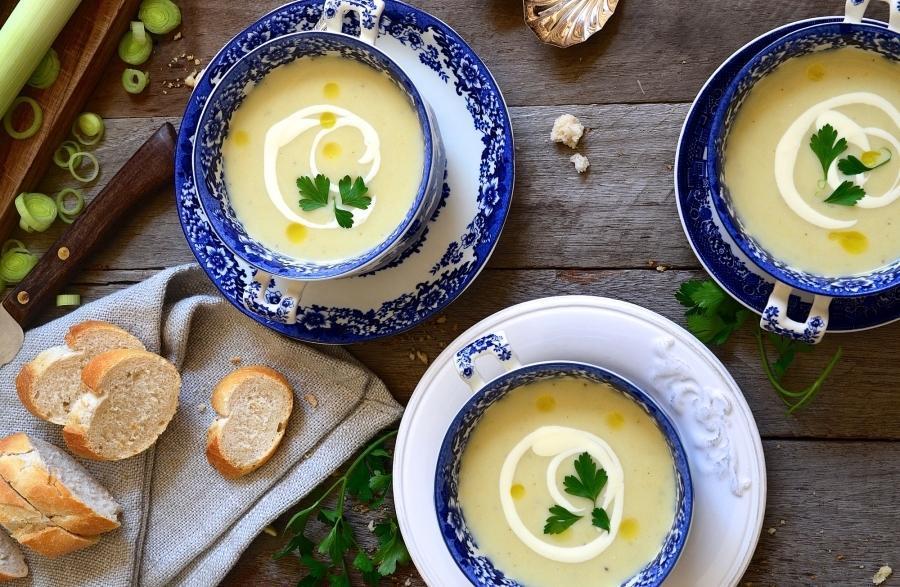 طرز تهیه سوپ فرانسوی خامه ای با تره فرنگی و سیب زمینی