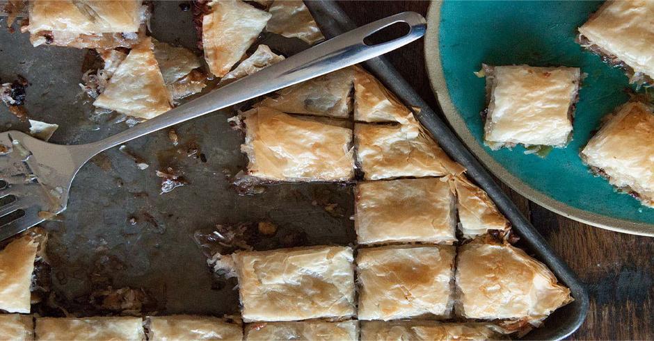 طرز تهیه باقلوا شکلات و نارگیل
