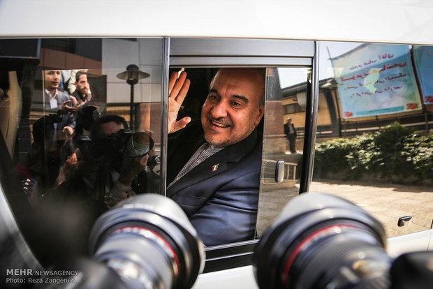 تماس وزیر ورزش با گرشاسبی برای بازی پرسپولیس با السدقطر