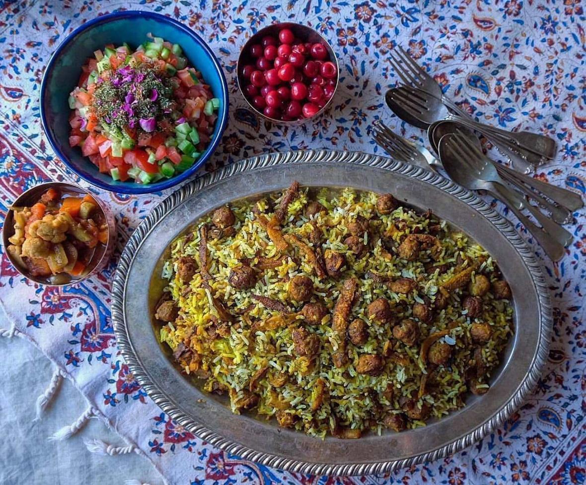 طرز تهیه کلم پلو شیرازی با گوشت قلقلی و سبزی خشک یا تازه