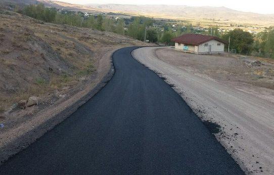 عملیات آسفالت ریزی مسیر دسترسی دربند هیر در اردبیل شروع شد