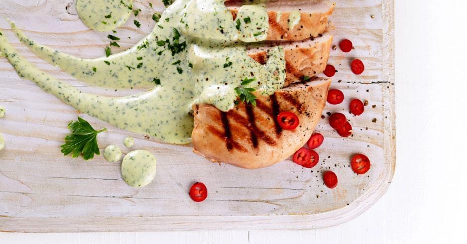 طرز تهیه سینه مرغ گریل شده با پنیر بلوچیز