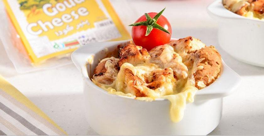 طرز تهیه استراتای مرغ و پنیر