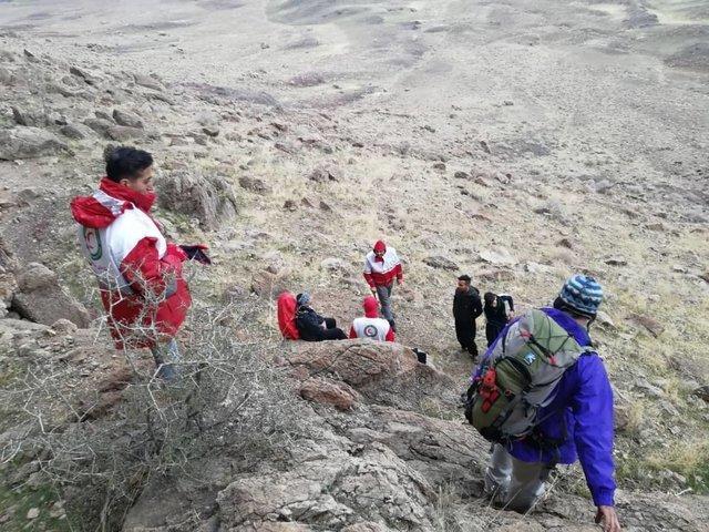 نجات دو جوان گرفتار در کوه چرخی ساوه