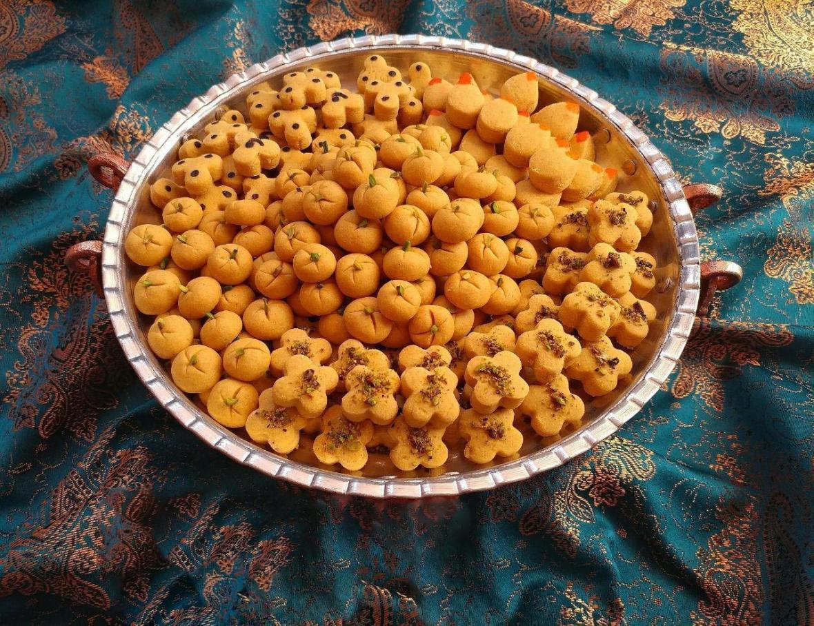 طرز تهیه و نکات اصلی شیرینی عید نخودچی زعفرانی بدون فر و با فر
