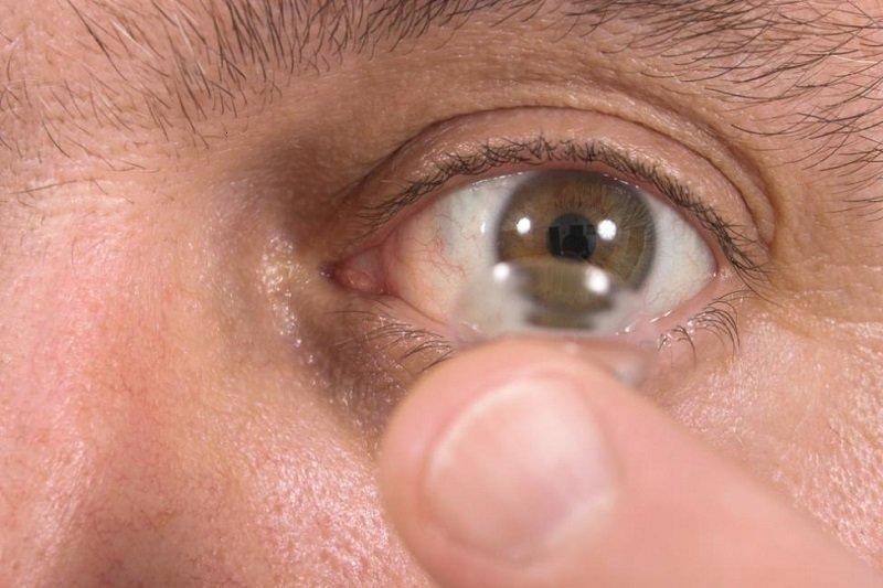 فراوری بافت چشم با سلول های بنیادی و پیوند به بیمار