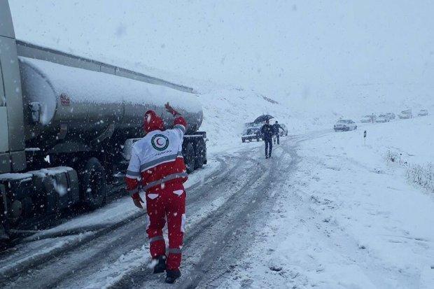 بارش برف راه های روستایی کالپوش میامی را مسدود کرد