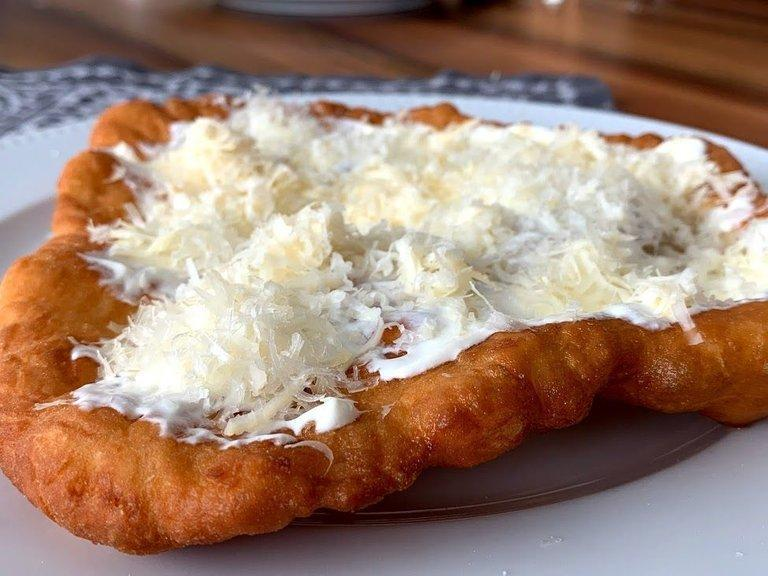طرز تهیه نان مجارستانی لانگوس