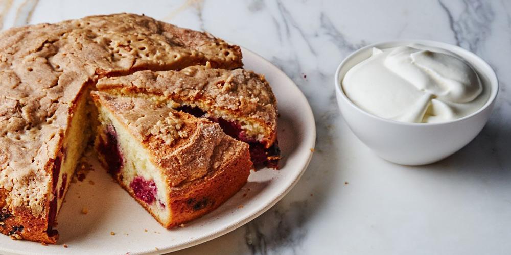 طرز تهیه کیک ساده ترد و خوشمزه با ماست