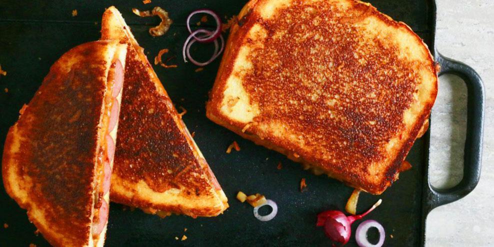 طرز تهیه تست پنیری چیلی با هات داگ