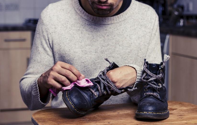 تمیز کردن کفش چرم با 5 روش ساده و خانگی