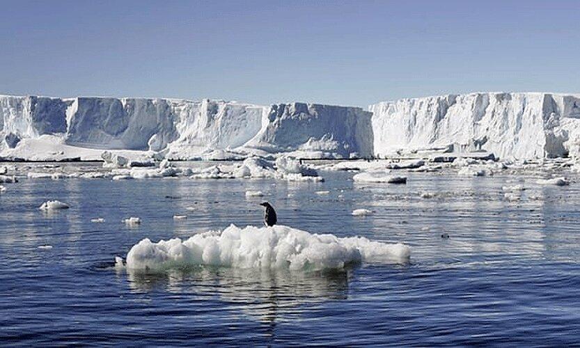 تجزیه یک یخ تاق غول پیکر در جنوبگان خاوری