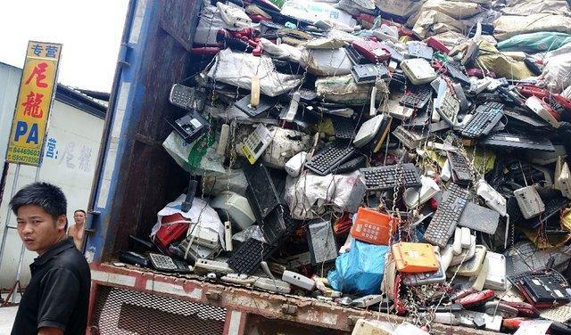 زباله های الکترونیک به شکل خطرناکی در آسیا رو به افزایش است
