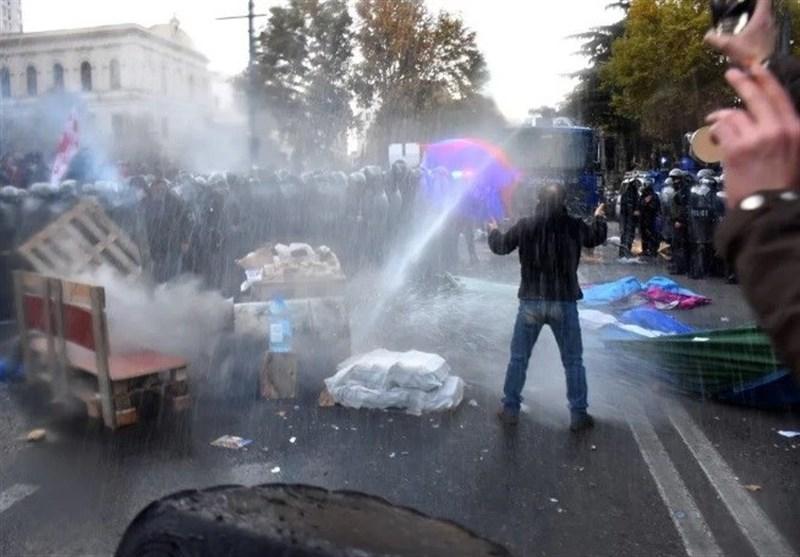گرجستان صحنه درگیری حامیان و مخالفان دولت