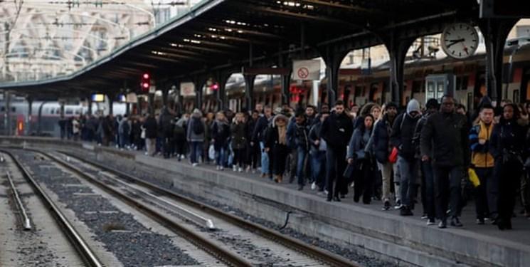 ششمین روز سرگردانی مردم فرانسه در پی اعتصاب های سراسری