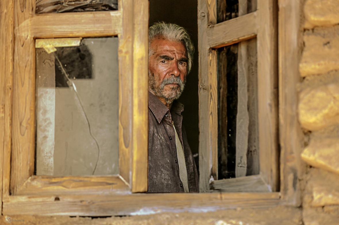 خروج حاتمی کیا از گیشه؛ عرضه آنلاین به جای سینما