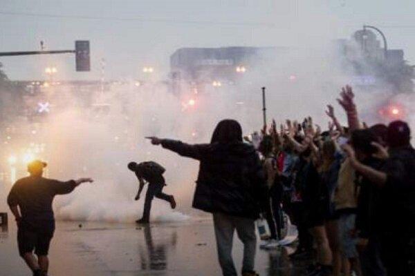 شلیک گاز اشک آور به معترضان در مینه سوتا آمریکا