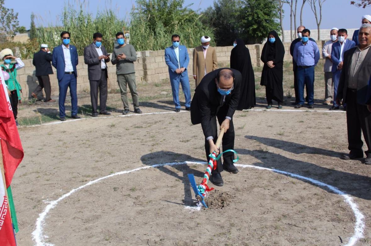 خبرنگاران ساخت صد و سومین مدرسه خیرساز گنبدکاووس شروع شد