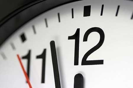 چرا باید ساعت هایمان را یک ساعت به جلو بکشیم؟