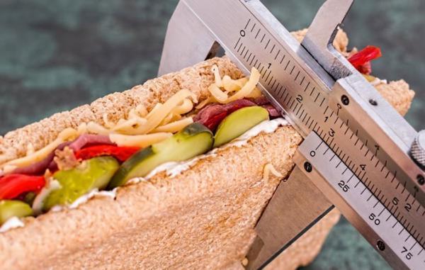 چطور بدون تحمل گرسنگی کالری روزانه کمتری دریافت کنیم؟