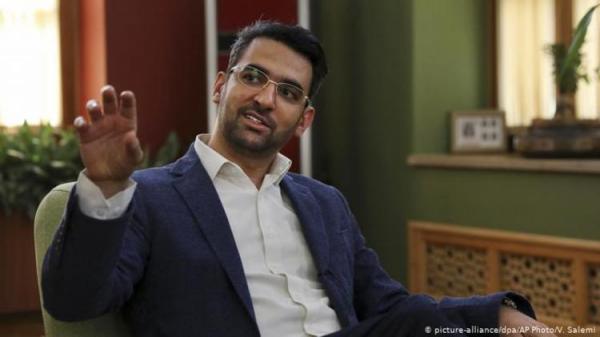 (عکس) وزیر ارتباطات بعد از برد استقلال هم کری خواند!