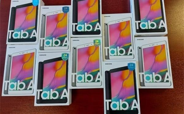 اهدای 12 دستگاه تبلت به دانش آموزان توسط یکی از اعضای شورای عالی آموزش و پرورش