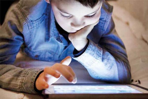 پیامدهای فضای مجازی در خانواده