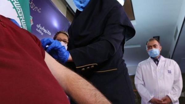 (ویدئو) صف طولانی تزریق واکسن در ایران مال
