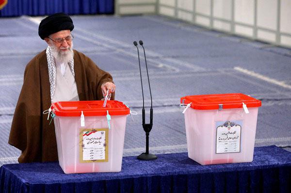رهبر معظم انقلاب اسلامی: سرنوشت کشور به دست آحاد مردم است