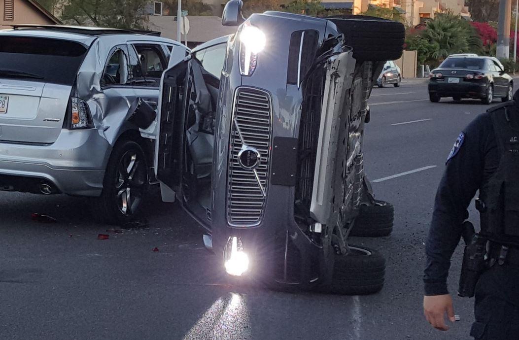 توقف آزمایش خودرو خودران اوبر به دلیل تصادف