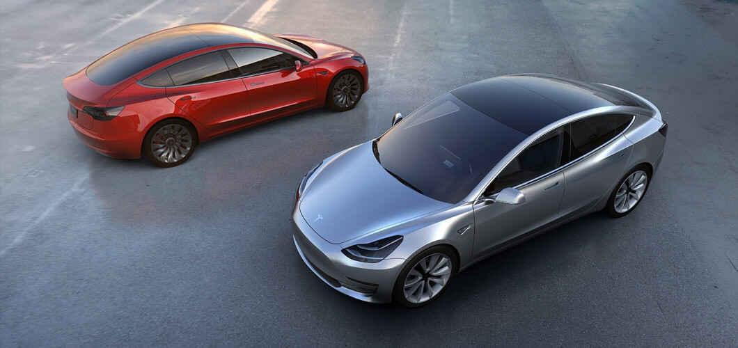 خودروی تسلا S با سقف تمام شیشه ای