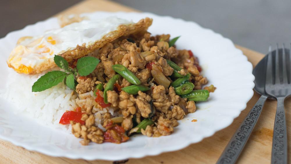 با غذاهای محلی تایلند آشنا شوید